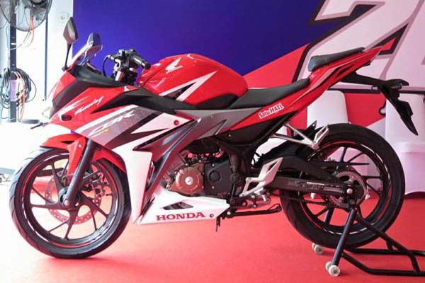 Honda-CBR150R-ปี-2016-004