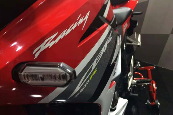 Honda-CBR150R-ปี-2016-005